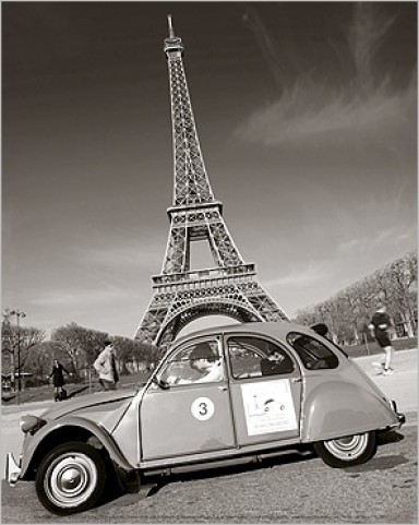 paris citro n 2cv and eiffel tower art prints buy posters online with 1art1. Black Bedroom Furniture Sets. Home Design Ideas